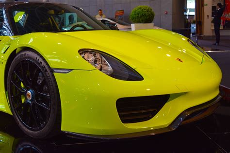 porsche 918 acid green acid green porsche 918 steals the show at top marques