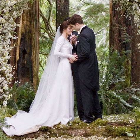 Bella Swan from Twilight's Wedding Dress   hitched.co.uk