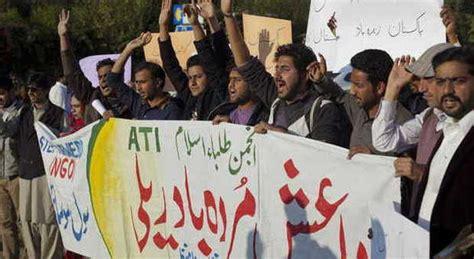 consolato pakistano a il medio oriente in piazza contro hebdo dal