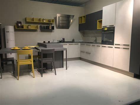 cappellini cucine showroom awesome cucina valdesign cucine logica scontato with