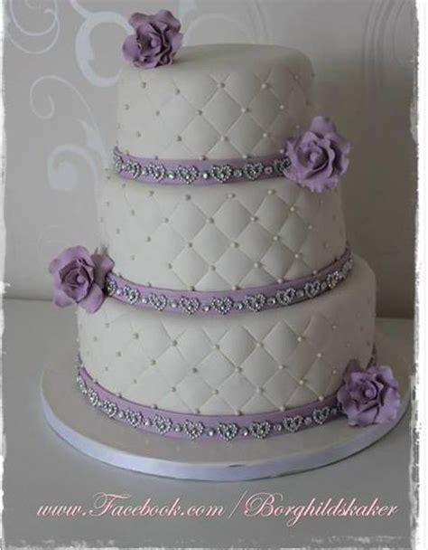 Cut Cake With Kake Kutrs by Bryllupskake Borghild S Kaker Lilla Hvit Purple White