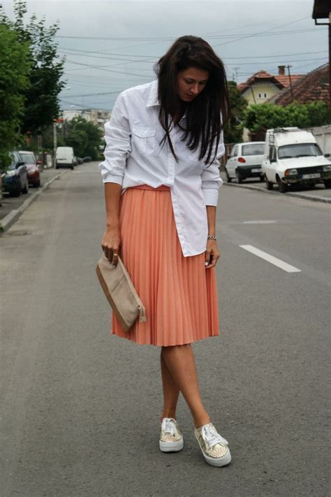 style white shirt sneakers sneakers