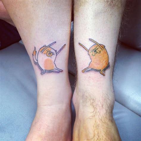 nette cartoonische hund und katze kn 246 chel tattoo
