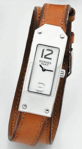 Ventes aux enchères Paris HERMÈS BRACELET MONTRE rectangulaire de dame en acier. Ca
