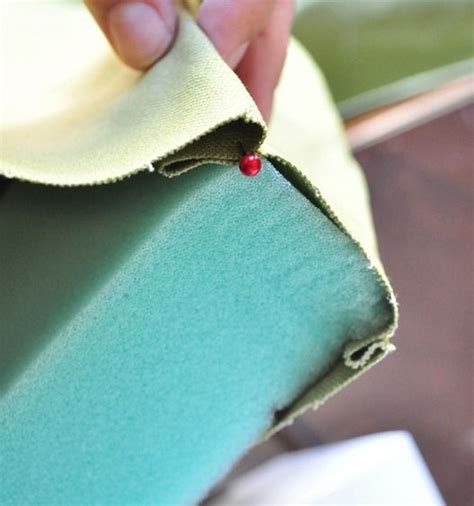 sewing a bench cushion how to sew a cushion for a bench this is a new techique hmmmmm sewing