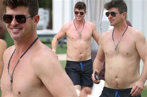 reik girlfriend robin thicke shows off curvy dad bod as he goes shirtless