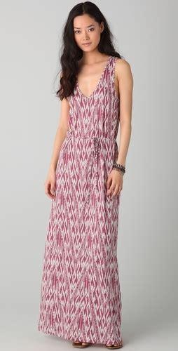Maxidress Emilya lively wearing a printed maxi dress popsugar fashion