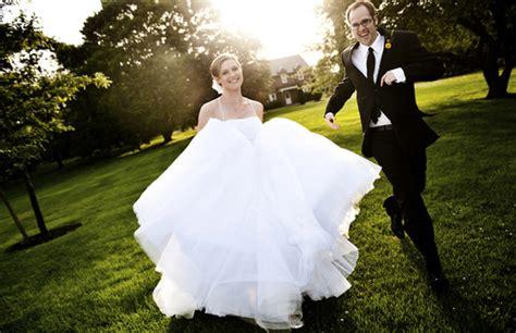 imagenes originales de novios hermosas fotos de novios de boda tomadas al aire libre