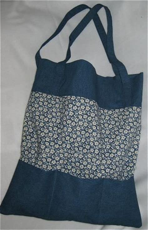 tote bag pattern with outside pockets free sewing pattern for a two tone tote bag with pockets