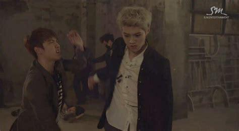 film personil exo luhan syok usai hajar d o di versi drama video musik exo