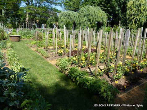 les jardins du manoir d eyrignac 24 le potager et l all 233 e de la vierge les bons restaurants