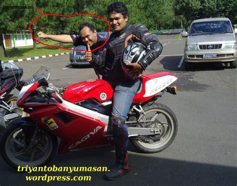 Pelindung Dada Saat Berkendara bijak dalam memakai gear saat bersepeda motor