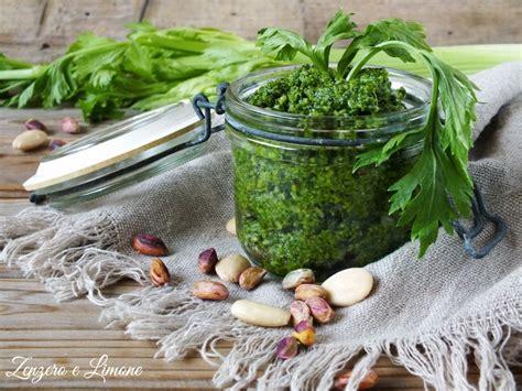 pesto di sedano pesto di sedano ricetta preparata con le foglie