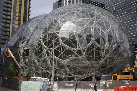 amazon headquarters amazon wants a second north america headquarters now