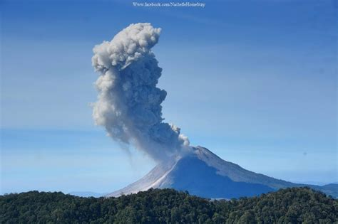 earthquake volcano earthquake triggers strong eruption at sinabung volcano in
