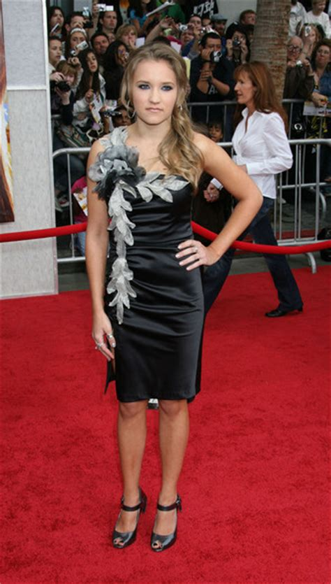celebrity videos red carpet videos movie trailers emily osment photos photos celebrities on the red carpet