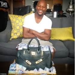money the and fast times of floyd mayweather books floyd mayweather presented with bag of money on his