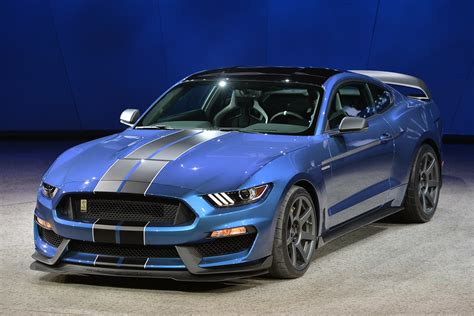 ford shelby gt350r 2016 ford shelby gt350r detroit 2015 photo gallery autoblog