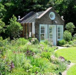 English Country Cottage Gardens - 25 ideen f 252 r selbstgebaute gartenh 228 user aus holz im landhausstil