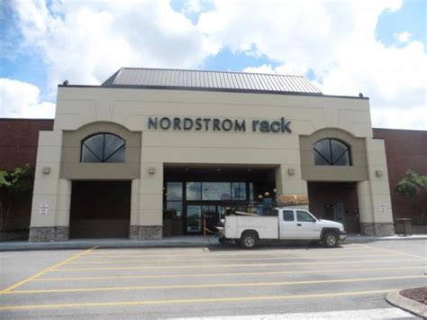Nordstrom Rack Sign In by Nordstrom Rack Installs Sign Announces Grand Opening