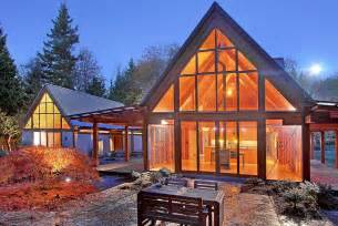 mountain home design trends cabin chic mountain home of glass and wood