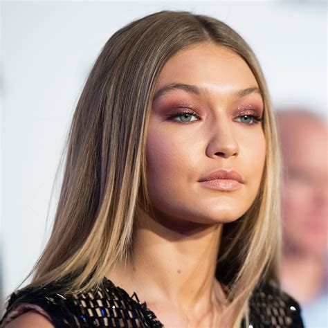 Make Up Gigi Hadid get gigi hadid s burgundy eye makeup look for 15