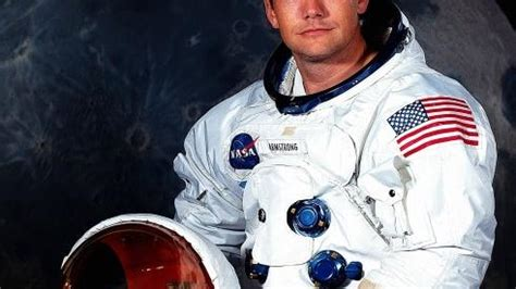 neil armstrong biography in spanish neil armstrong first man on the moon dies national
