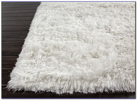 fuzzy white rug white fuzzy circle rug rugs home design ideas kypzlexdoq58424