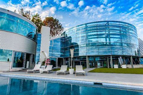 justin bieber house music inside the beverly hills glass house justin bieber s home ballerstatus com