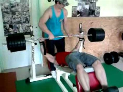 12 year old bench press 19 years old boy 67kg 147lbs lift 150kg 330lbs bench
