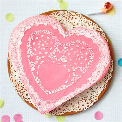 Decorating A Shaped Cake by How To Make Shaped Cake Today S Parent