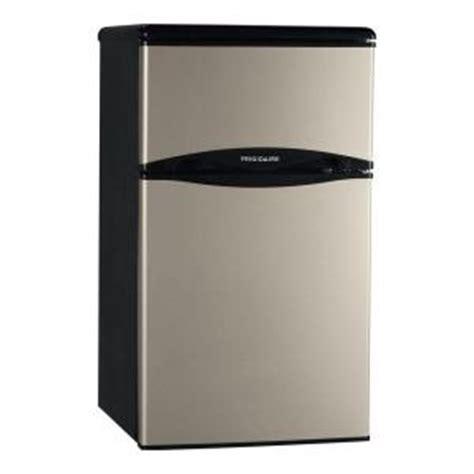 frigidaire 3 1 cu ft mini refrigerator in silver mist