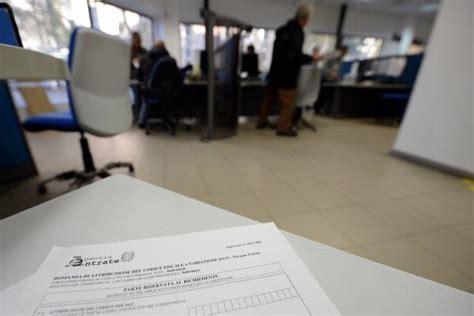 ufficio delle entrate mantova tenta il suicidio dopo l arrivo delle cartelle esattoriali
