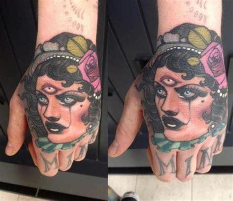 tattoo hand new school ニュースタイル 手 ジプシー タトゥー よって emily rose murray