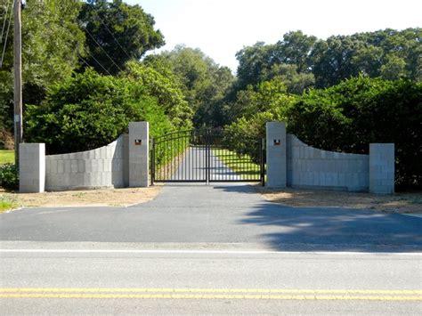 curved gated entrance walls  la eddie palla ideas