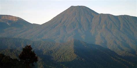 Kompas Gunung by Gunung Kencana Si Quot Kecil Quot Yang Menantang Kompas