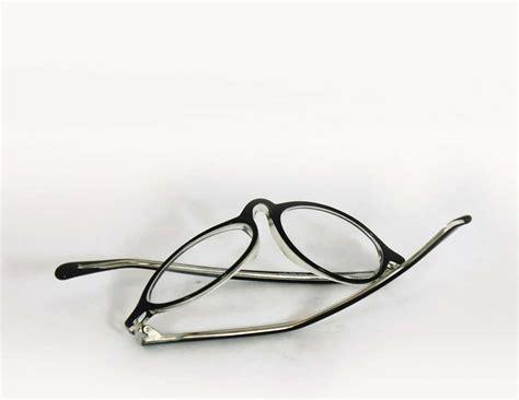 adjusting plastic glasses