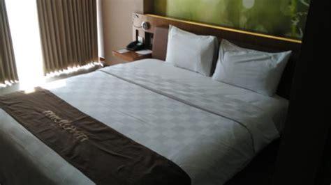 Kasur Hotel kasur yang ada pada kamar saya picture of midtown hotel