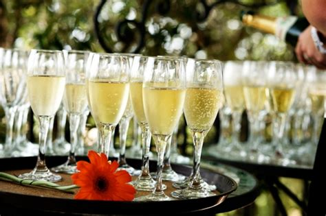 10 ways welcome evening guests your wedding fun