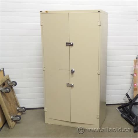 Metal 2 Door Storage Cabinet Storwal Beige 72 Quot Metal 2 Door Storage Cabinet Locking Allsold Ca Buy Sell Used Office