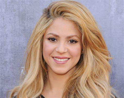 Lipstick Wore By Shakira On Commercial | what kind of makeup does shakira wear shakira drops try