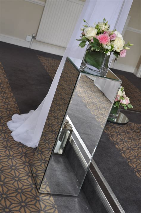Wedding Aisle Pedestal by Mirrored Pedestals Pew Ends Ceremony Decor Ideas