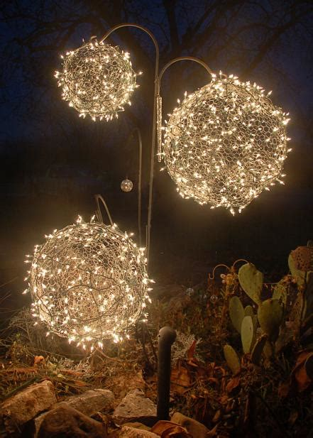95 Amazing Outdoor Christmas Decorations Digsdigs Outdoor Lighted Ornaments
