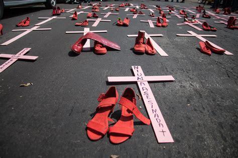 imagenes fuertes de feminicidios zapatos rojos recuerdan al ejecutivo su omisi 243 n ante