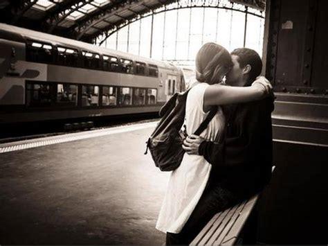 giochi di baciarsi nel letto francia le ferrovie invitano a baciarsi sui treni e sulle