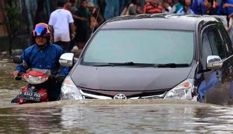 tutorial cara mengendarai mobil manual tips mengendarai mobil matic dan manual saat banjir agar