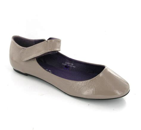Casey Ballerina Flat 4 by Ballerina Style Flats Womens Low Cut Mink Patent Slip On