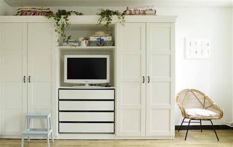 schlafzimmer le ikea yvonnes kleiderschrank mit eingebauter tv ecke regalen