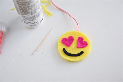 Craft Paper Scissors - easy craft emoji felt bookmarks craft paper scissors