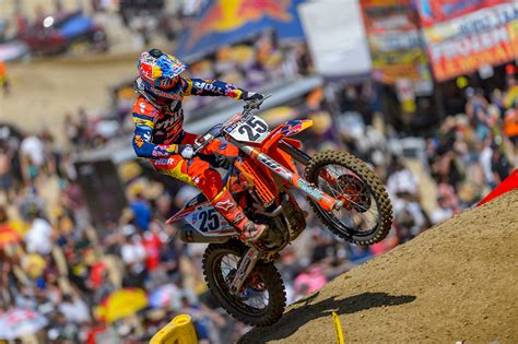 one motocross marvin musquin racing with torn meniscus transworld